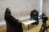 «Εν δράσει 2015»: «Άνω κάτω, πτήσεις στα χαμηλά με τον πατέρα Λίβυο. Τσαλακωμένη αγιότητα – η ευλογία της αποτυχίας» (video)